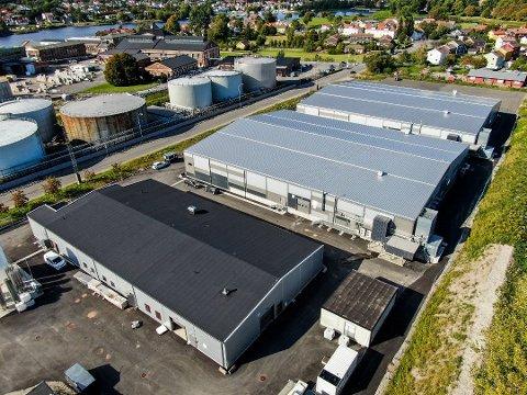 Fikk uheldig byggestart: Slik ser laksefabrikken på Øra ut i dag. Den første laksen skal etter planen leveres før St. Hans.