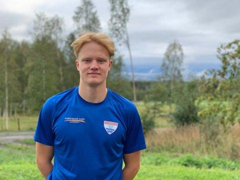 GIR SEG: Mattis Grindalen Svendsen legger svømmebrillene på hylla.