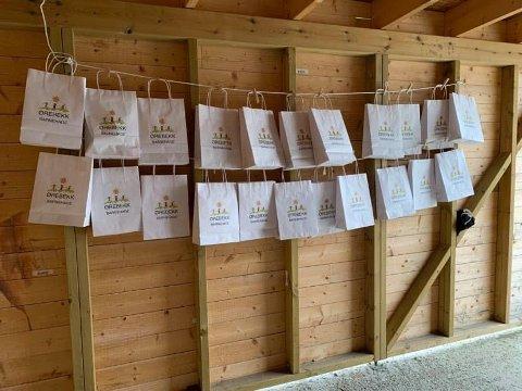Til barna: Disse aktivitetsposene er til barna i Ørebekk barnehage som må holde seg hjemme i koronatiden.
