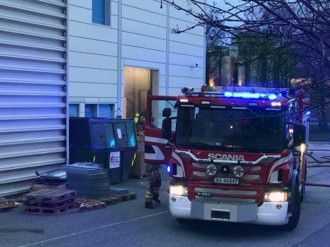 UTRYKNING: Brannvesenet rykket ut til røkutvikling i Biltema-bygget i Borgarveien.