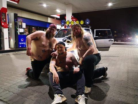GUTTA BOYS: Torodd Overåsberget, Stian «Staysman» Thorbjørnsen og Stian Fossum poserer i «baris».