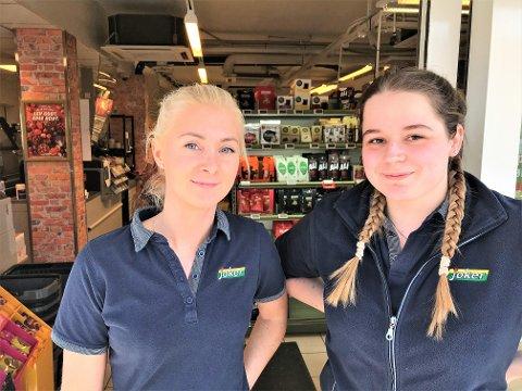 JOKER: Birgitte Svendgård (t. v.) og Adeline Larsen forteller at selv om salget av tobakk, brus og alkohol har skutt i været, savner de en korona-fri hverdag.