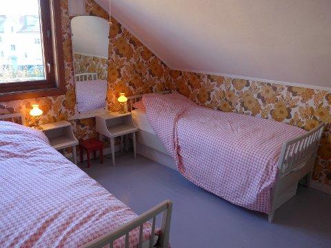 HJEMMEKOSELIG: Nina Brataas Rose forteller at huset i Gruners gate med én gang ga henne en følelse av å være hjemme hos bestemor, et sted man virkelig kan slappe av. Her fra et av soverommene.