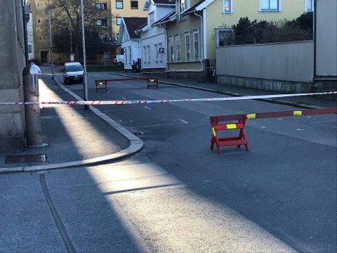 Stengt: St. Josephs gate er stengt fredag etter at sten ramlet ned fra bygningen på det tidligere St. Josephs Hospital.