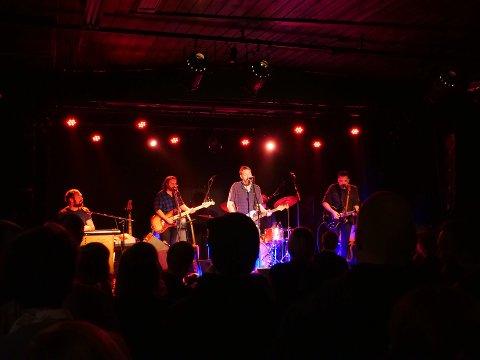 Da Frode Fivel og hans band sto på scenen i Gamlebyen kulturhus i februar var det mye folk foran scenen. Denne helgen spiller han igjen i kulturhuset, men for tomt lokale. Publikum sitter hjemme i sine egne stuer.