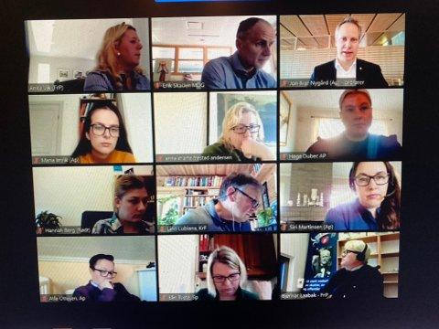 Formannskapsmøte på nett: Her ser vi deltagerne i torsdagens møte, som varte i hele seks og en halv time. (Foto: Øivind Lågbu)