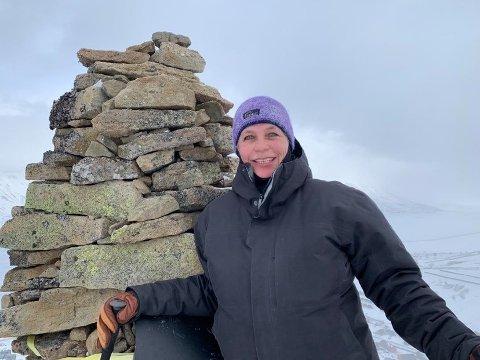 HØYDE: Anne Jahre på Varden over Longyearbyen.