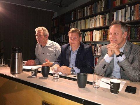 IKKE ENIGE OM REKKEFØLGE: Ordfører Jon- Ivar Nygård (Ap) i Fredrikstad (til høyre) vil bygge Seut-Rolvsøy først, mens Råde-ordfører René Rafshol (H) vil starte med Haug-Seut. Her i   debatt med stortingsrepresentant Arne Nævra (SV). (Arkivfoto: Dag Magnus Nielsen)