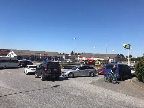 Trafikkuhell på Torp søndag ettermiddag
