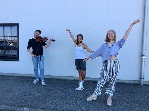 Birk Lindahl Davidsen (18),  Eva Carina Løken og Tuva Westgaard Berglund forlater Kulturskolen i Fredrikstad - nå har de alle kommet inn på prestisjeskoler i England.