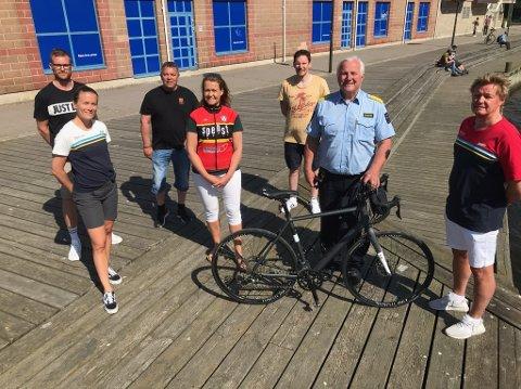 STARTER OPP. Joakim Vatne (til venstre), Kirsti Ruud, Trond Henriksen, Anne-Mette Røstad, Ingar Andersen, Are Høydal og Morten Nyborg starter opp et sykkelag for gjengangere i fengselet.