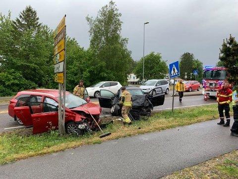 Kraftig kollisjon: Bildet viser en ulykke på Haldenveien i starten av juni. Trygg Trafikk er redd det vil bli mange ulykker denne hjemmesommeren med mange på veiene.