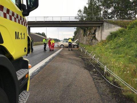 Ingen ble skadet da en bil kjørte i autovernet på E6 søndag morgen.