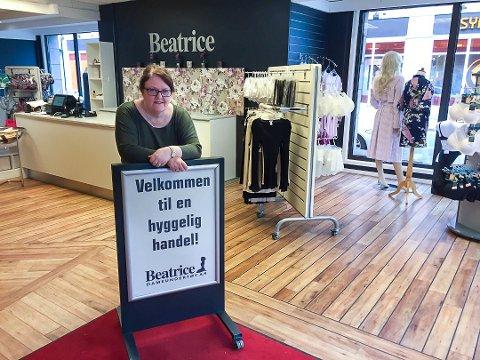 FORNØYD: Tove Kristiansen stortrives i de nye lokalene til Beatrice i Farmanns gate. Etter å ha vært gjennom både oversvømmelse og korona ser hun nå fremover.