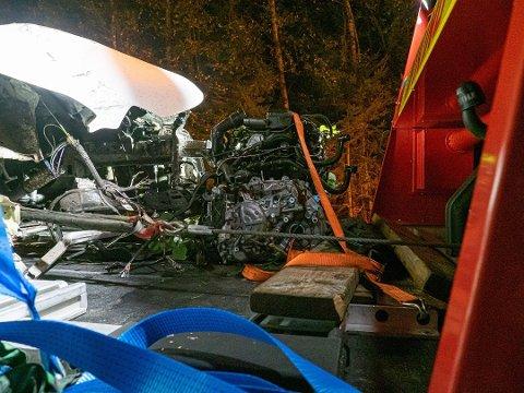 Motoren på kjøretøyet ble revet ut av bilen i sammenstøtet.