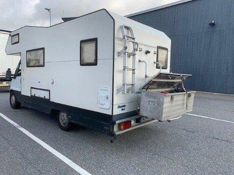 KONTROLL PÅ SVINESUND: Campingbilen fikk også kjøreforbud og føreren ble anmeldt.