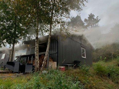 Det var kraftig røkutvikling i huset i Liaveien tirsdag ettermiddag. Brannvesenet fikk raskt kontroll.