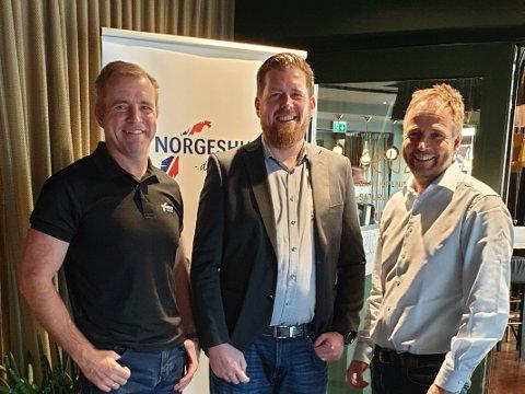 Benn Askgeir Båtvik, markedsdirektør i Norgeshus, Henning Herfjord, daglig leder i Autobolig, og administrerende direktør i Norgeshus, er fornøyde med avtalen som nylig ble landet.