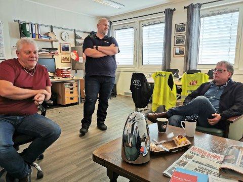 (F. v.) Per Arne Hansen, Vidar Schei og Per Syversen i Fellesforbundet mener ledelsen i den lokale bedriften bedriver fagforeningsknusing.