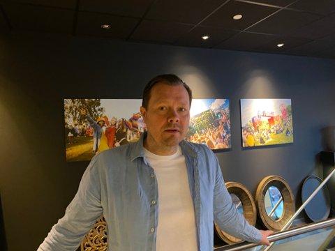 Terje Olsen har holdt Thai Market åpen til tross for skjenkeforbudet. Hvis det ikke åpnes for skjenking, må han stenge, forteller han.