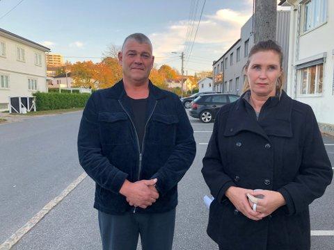Kjell Strand fortviler etter at bilister er målt til helt opp til 95 km/t i 40-sonen i Hassingveien. Nabo Heidi Sandholtet kunne i fjor høst fortelle at hun har mistet tre katter i det trafikkfarlige krysset siden hun flyttet inn i gata i 1997.