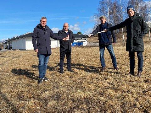 Tennisklubbene i Sarpsborg og Fredrikstad samarbeider om ny tennishall. Fra venstre: Frode Andersen og Terje Nicolaysen fra STK, Per Knut Christiansen og Fredrik Weberg fra FTK.