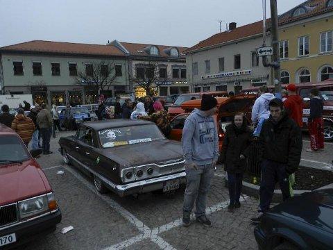 Politiet i Halden og andre steder i Norge følger nøye med på om det samles store folkemengder på skjærtorsdag.