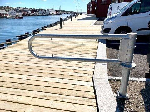 Slik så bommen hvor skiltet tidligere har hengt, ut, fredag ettermiddag da FBs fotograf var på brygga i Engelsviken.
