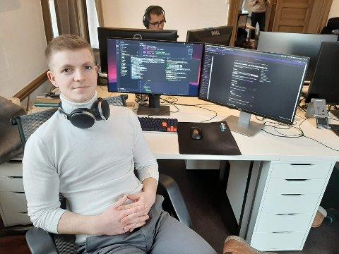 Sondre Bye Humberset er bare 21 år, men har allerede skapt seg en god karriere. Nå ønsker han å dele sin historie til yngre skoleelever i Fredrikstad.