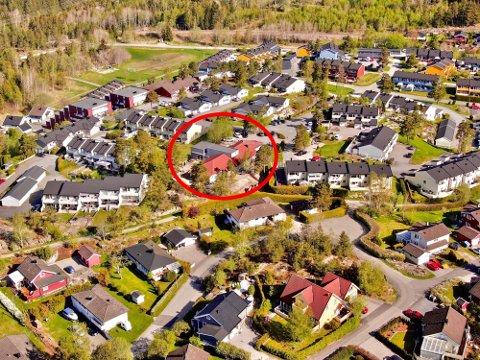 STØY: Barnehagen (innringet), hvor enkelte naboer mener det er for mye støy ligger midt inne i et boligfelt på Brusemyrtoppen.