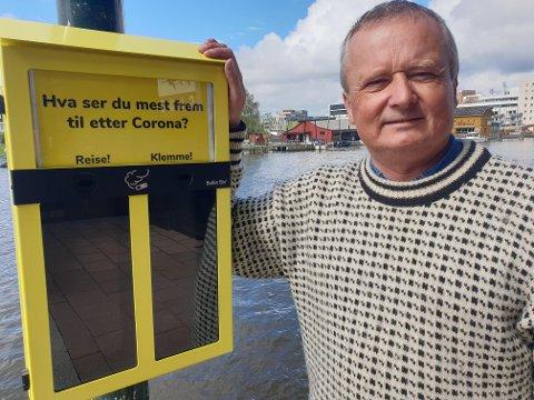 Åtte slike kasser er hengt opp i distriktet. – Bruk dem til sneipen eller snusen, oppfordrer lokalleder Jon Amtrup i Naturvernforbundet.