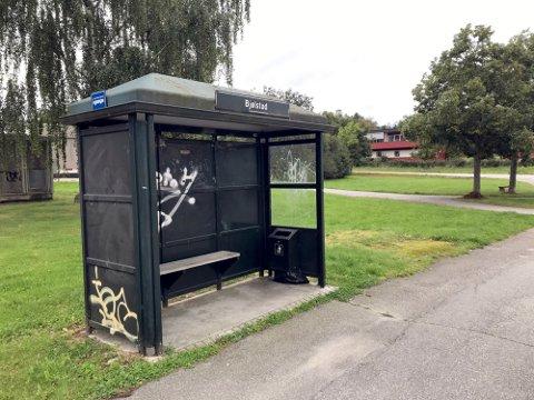 Nå skal dette skuret i Vennelystveien komme til nytte noen hundre meter unna der det står i dag. Ny adresse blir Rødsveien.