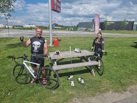 Ole Magnus og Carina Hansen Kvernevik tok seg fredag en sykkeltur på 16 mil. I begynnelsen av august deltar de i Arctic Race of Norway.