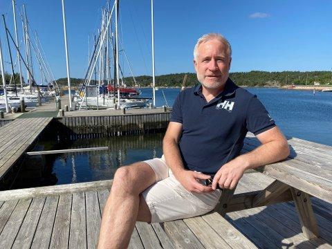 Konsernsjef Espen Eldal i Europris nyter sommeren i Vikane i Onsøy. Så langt i år har selskapet kjøpt opp to nettbutikker med solide teknologiske plattformer som de vil nyttiggjøre seg av.
