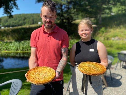 STORSELGER: Simen Dørje og Emma Therese Dalheim har laget alle quichene som serveres i restauranten på Soli Brug.