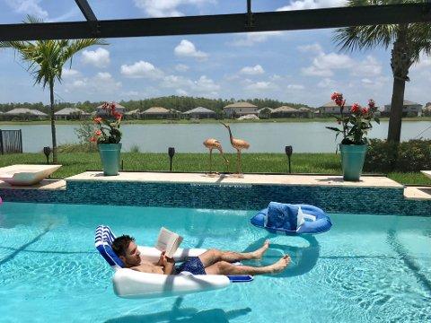 Avslapping: Cangelosi har benyttet ferien til å koble av.