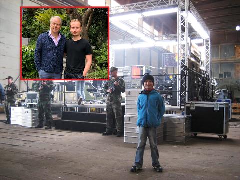 10 år gamle Petter Grindahl fikk besøke settet til«Lange Flate Ballær II»: – Jeg var i himmelen hele den dagen, sier han. Nå, 13 år senere, jobber han som regiassistenten til Harald Zwart.