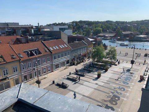 Søndag er det ikke en sky på himmelen over Fredrikstad. Vi kan glede oss til ferle slike dager.