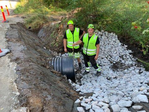 Martin Julsen Holter (til venstre) fra Vesterøy  har bygd opp en stor entreprenørbedrift. Broren Jakob er en av de ansatte.