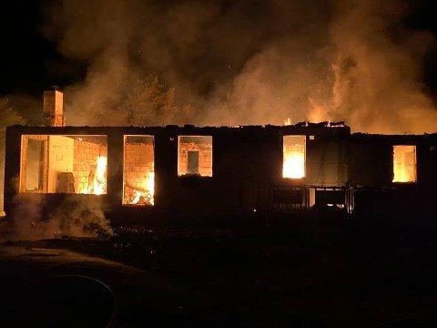 Hytta ble fullstendig utbrent under brannen valgdagen mandag 13. september.