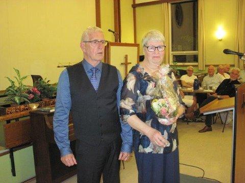 TAKK: Lisbeth og Erik Nygaard, som har vært leder av foreningen de siste årene, ble takket for sin innsats.