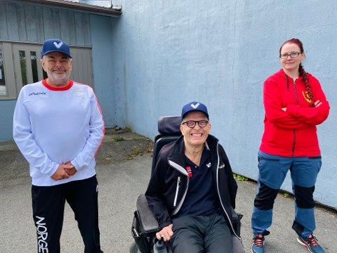 CAMP BOCCIA: De neste tre årene skal boccialandslaget tilbringe på gamle Evenrød skole for å forberede seg på Paralympics i 2024. Det gleder landslagstrener Egil Lundin (f.v.), mangeårig utøver Roger Aandalen og nestleder i Fredrikstad Helsesportslag, Tina Helen Brok.