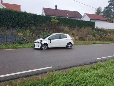 Bil og moped (scooter) var innblandet i en trafikkulykke fredag ettermiddag.