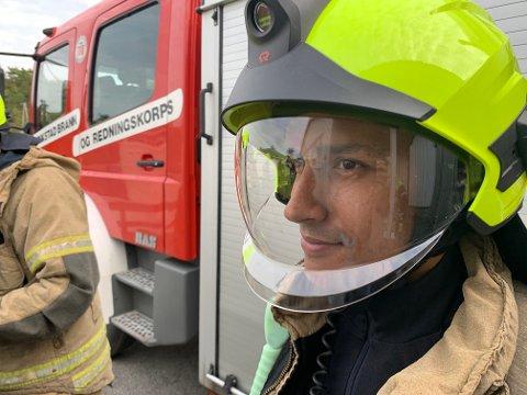 Kim-Daniel Andersen i flunkende ny hjelm. Så ny at den ikke har rukket å få en røkflekk ennå.