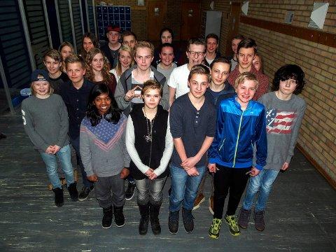 Går mot strømmen: 48 ungdommer i Ofoten konfirmerer seg Human-Etisk. Dette er den ene gruppen som har mandagskurs.