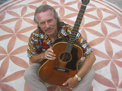 Velkjent: Mange i blues-miljøet kjenner Hans Theessink, og gleder seg til at han skal spille i Kjøpsvik.