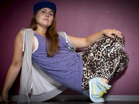Ny dansepedagog: Hanna Häger (26) fra Ankenes begynte selv å danse i Narvik kulturskole. Nå er hun utdannet danser og dansepedagog og skal lærer unger i Ballangen dans.