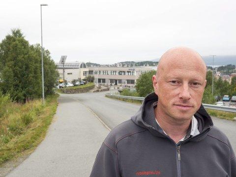 AVTROPPENDE: Ordfører Tore Nysæter forteller om et stort engasjement for å sikre framtidig styring fra Narvik av det som blir et teknologisk fakultet i det arktiske universitetet,  Nysæter mener et godt grunnlag er lagt for at jobben skal kunne lykkes. Foto: Terje Næsje.