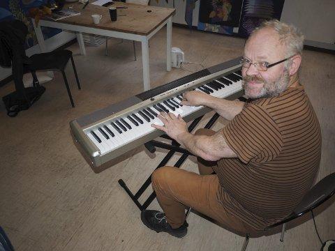 Håper å møte forbildet: Karl Gustav Gjertsen har Ketil Bjørnstad som sitt musikalske forbilde, og håper å få møte han i Narvik.foto: jan erik teigen