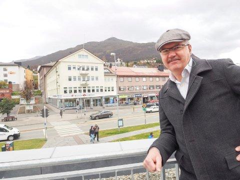 Metrostasjon: Søndre Torvhalltrapp mellom Torvhallen og Kolflaathgården kan bli startstasjon for en kabelbane som etter hvert også kan utvikles til å bli en Narvik Metro – i tillegg til en turistattraksjon også et viktig kollektivtrafikktilbud som kan erstatte bilkjøring mellom Narvik sentrum og Skistua.